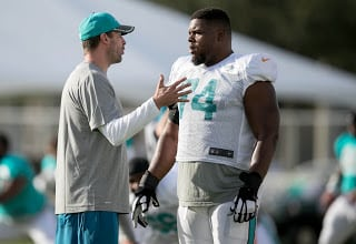 Dolphins Re-Sign OG Jermon Bushrod