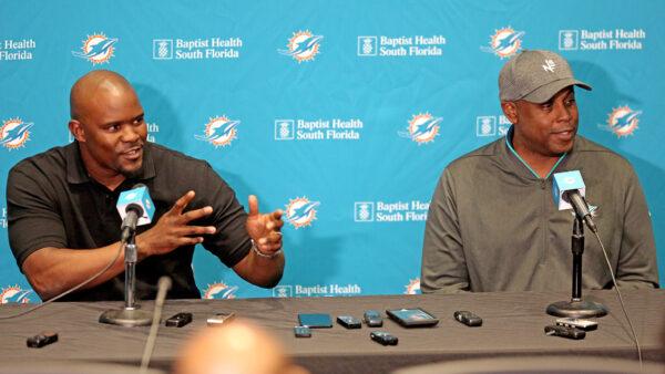 DolphinsTalk Podcast: Should Miami Draft Heisman Winner DeVonta Smith?