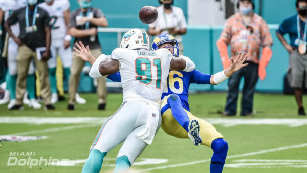 Emmanuel Ogbah helps lead the Dolphins Defense vs the LA Rams